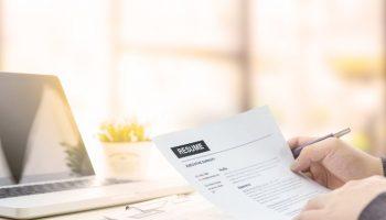recruiter reviews resume